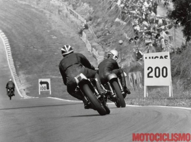 Name:  1968 Brands Hatch PasoLINI  Benelli contrôle Phil Read sur Yamaha 4 cylindres. Loin DEVAnt Hailw.jpg Views: 1323 Size:  74.3 KB