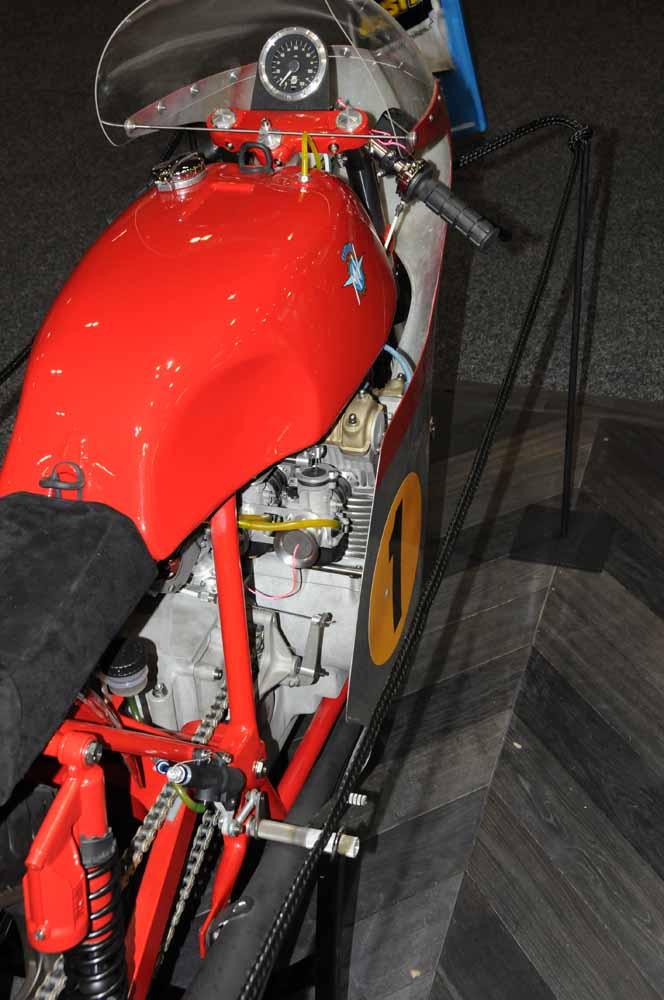 Name:  DSC_2498 Bold build MV Agusta,MV Agusta stand, 2012 Meblourne Motorcycle Expo.jpg Views: 463 Size:  86.3 KB